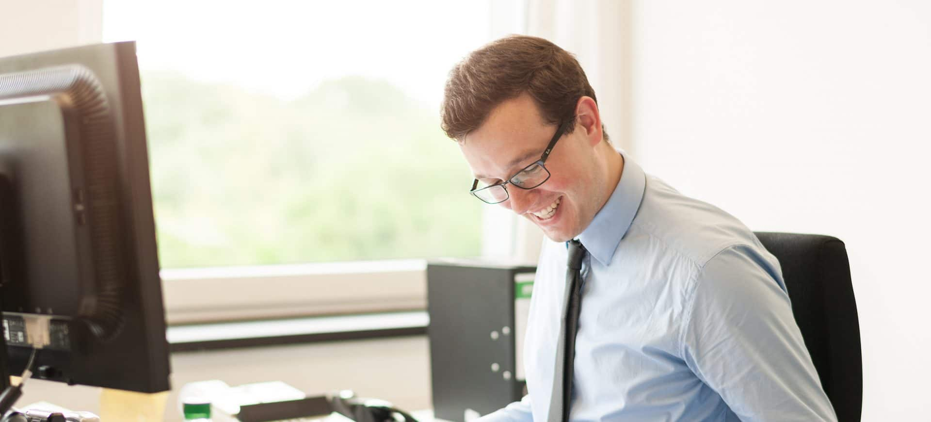 Mitarbeiter am Schreibtisch