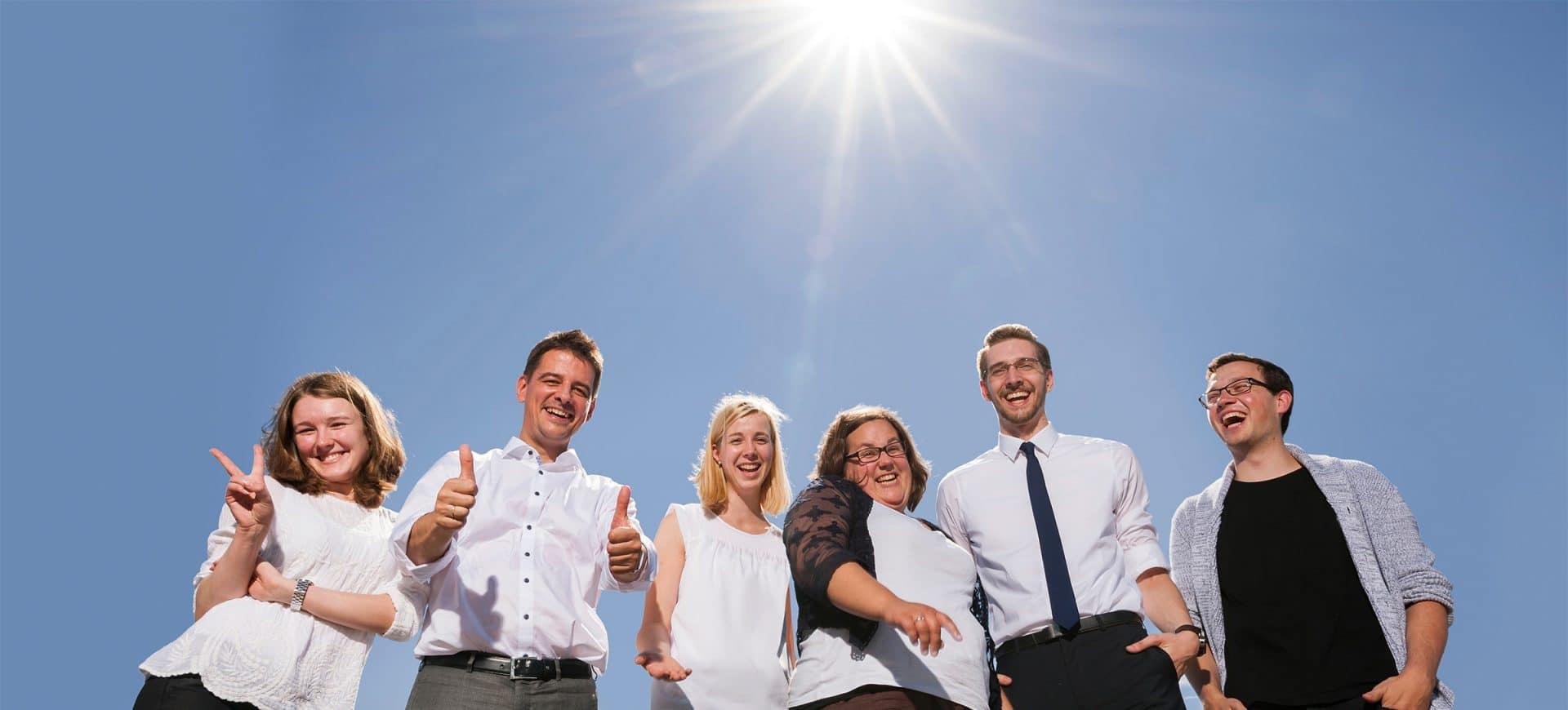 Unser Team auf dem Dach in der Sonne